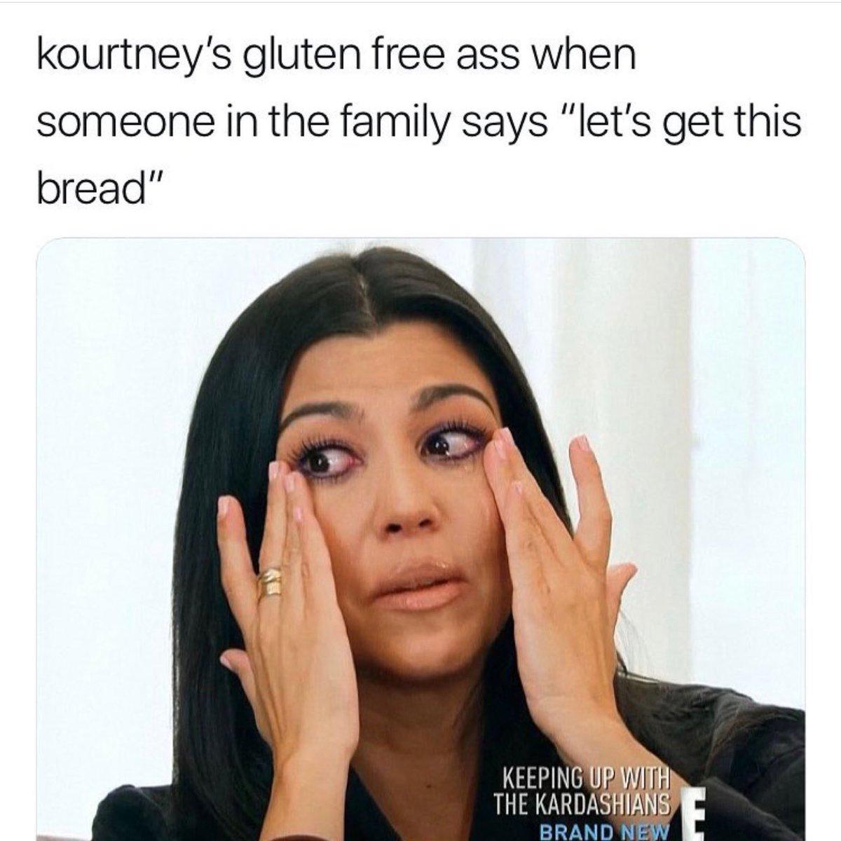 Kourtney Kardashian  - 😭😹 twitter @kourtneykardash