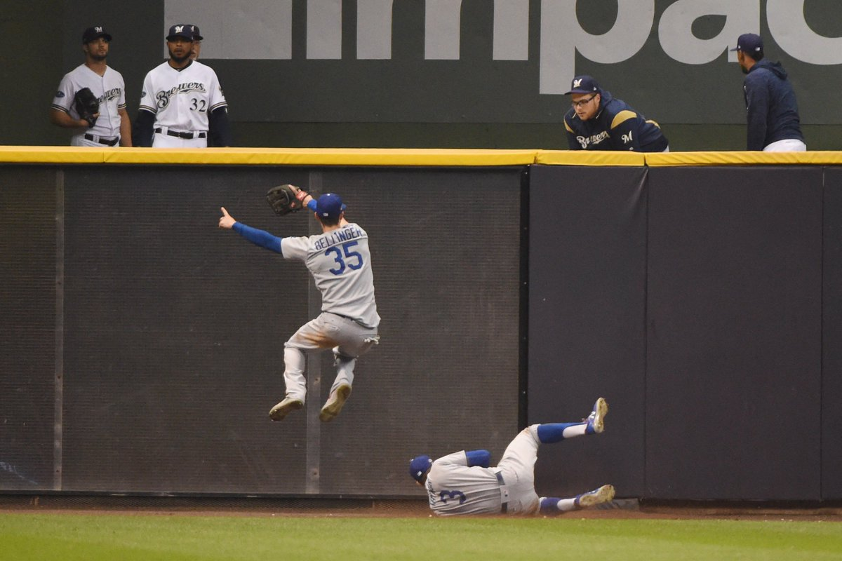 Chris Taylor made an unbelievable catch for the Dodgers in Game 7 of the NLCS. WATCH: https://t.co/PCrpm3ZzQK