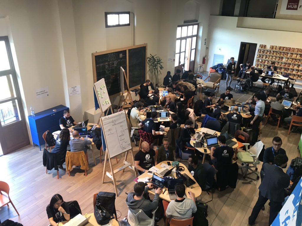 Menti all'opera! Oggi siamo a @HUBFirenze all'hackathon organizzato dal nostro socio @sellalab e da @EuronicsItalia per progettare il negozio del futuro!