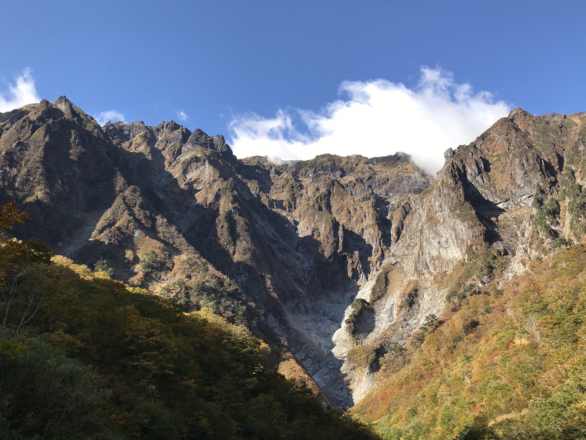 ⛰谷川岳⛰  (10/21)  今朝8時頃 一ノ倉沢からの谷川岳⛰ https://t.co/PIDb02fBPO