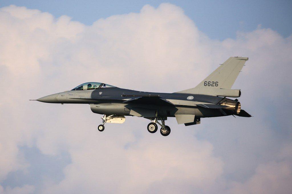 تايوان تستلم اول مقاتله F-16 مطوره للمعيار Viper  DqBNvtRXcAA7gS8
