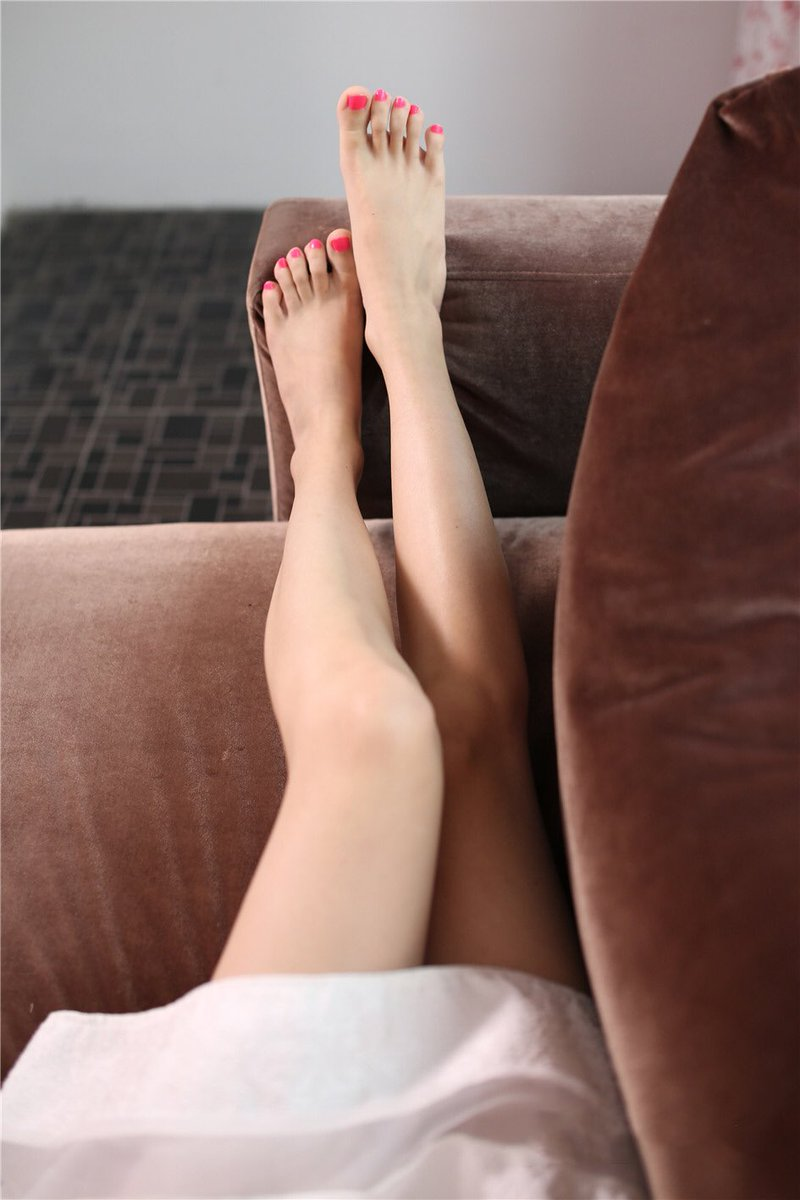 Teen spreading her legs