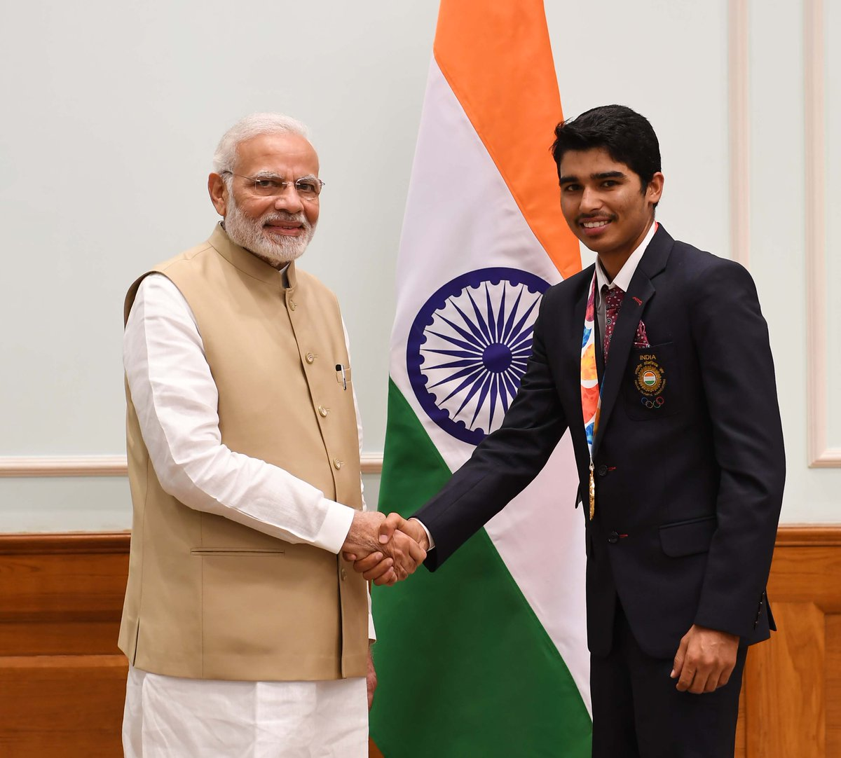 Saurabh Chaudhary is a star! He won a Gold medal in 10m Air Pistol Shooting event at @BuenosAires2018. Hailing from Meerut, he started shooting in 2015 and at the age of 16 he won his first Asian Games Gold. Glad to know that he enjoys farming.