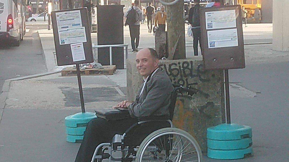 Photo de François Le Berre attendant le bus...