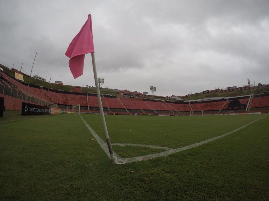 📍Barradão  O palco do duelo desta tarde está pronto. Hoje tem Vitória e #Timão pelo Brasileiro  #VaiCorinthians