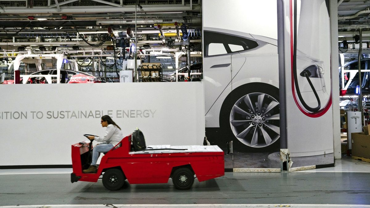 A crucial Tesla financial report is coming. Let's go under the tent to see how Elon Musk can boost cash flow https://t.co/047mU2jgeT