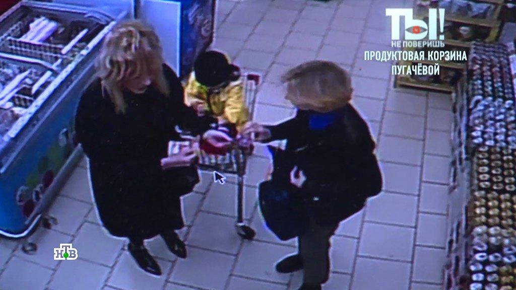 Пугачёва закупилась в бюджетном супермаркете сушками и дешевыми конфетами по акции и со скидками. Что еще оказалось в продуктовой корзине Примадонны? Видео с камеры наблюдения: https://t.co/amsNjsUCbW