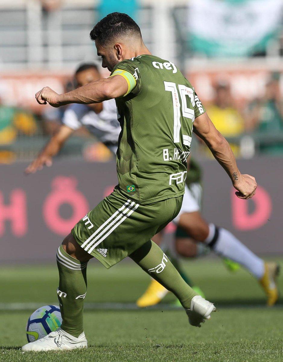 Vai para a bola, rola para o gol e corre para o abraço, meu capitão! ⚽️  #AvantiPalestra #SabeSerBrasileiro