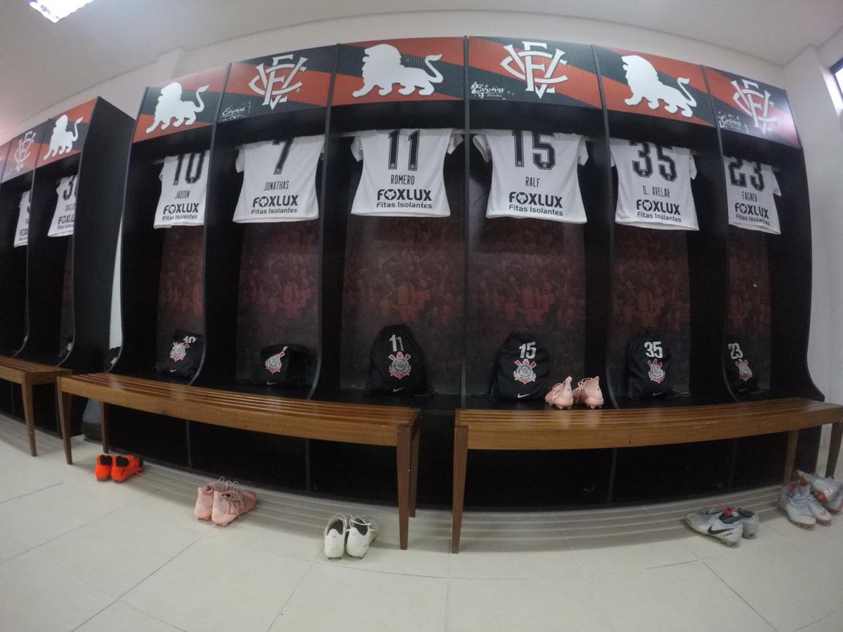 Tudo pronto no vestiário do #Timão ⚫⚪  #VaiCorinthians #VITxSCCP