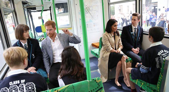 Meghan y Harry viajaron en transporte público y seguramente romperán el internet: https://t.co/DE7JyT9RUB