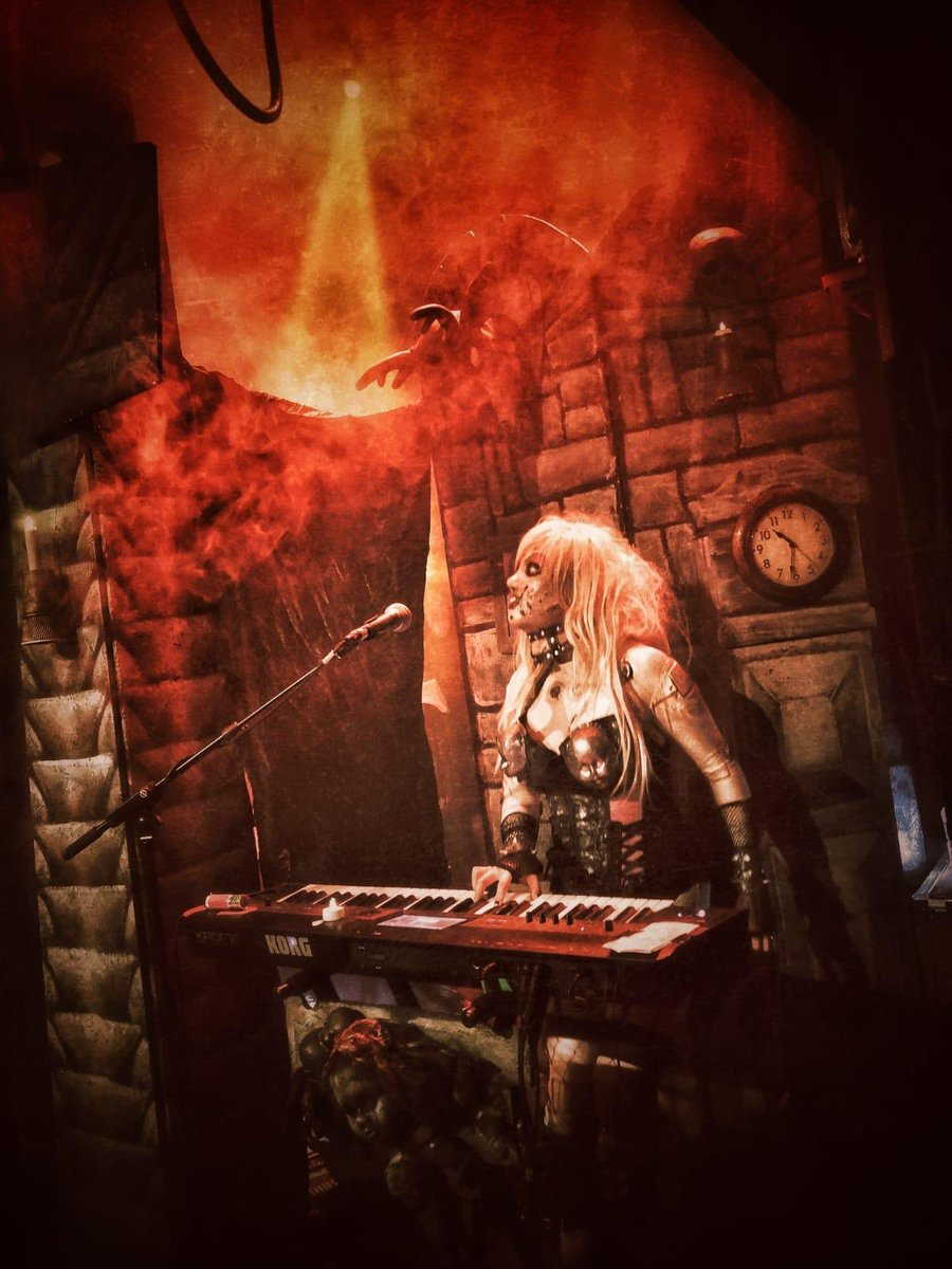 Merci Lyon! Absolutely incredible crowd! Kicking some Londoner ass in a few hours, so get ready!  Pic: Jony Oittinen  #lordi #france #Lyon #ninkasikao #england #london #thegaragelondon #sexorcism #live #metal #hardrock #music #monsters #horror #finland #SEX #sextourcism https://t.co/8EbDVmGvlP