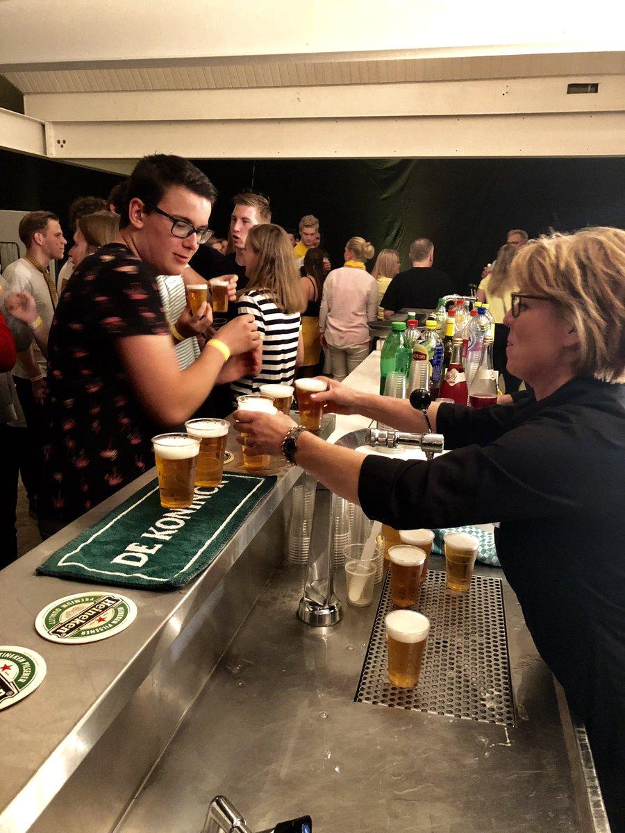 Het bier vloeit rijkelijk! #feestje #partyregelaar