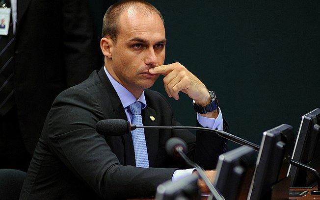'Basta um soldado e um cabo para fechar STF', disse filho de Bolsonaro em vídeo → https://t.co/QSpLjF74jF