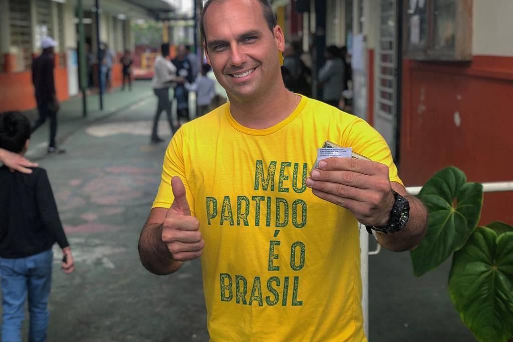 Eleições | Fala sobre fechar STF 'não é motivo para alarde', diz filho de Bolsonaro https://t.co/shNbZRzSve