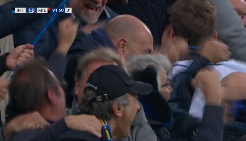 Inter takes the lead against AC Milan thanks to Mauro Icardi, with a fantastic header!  1-0.