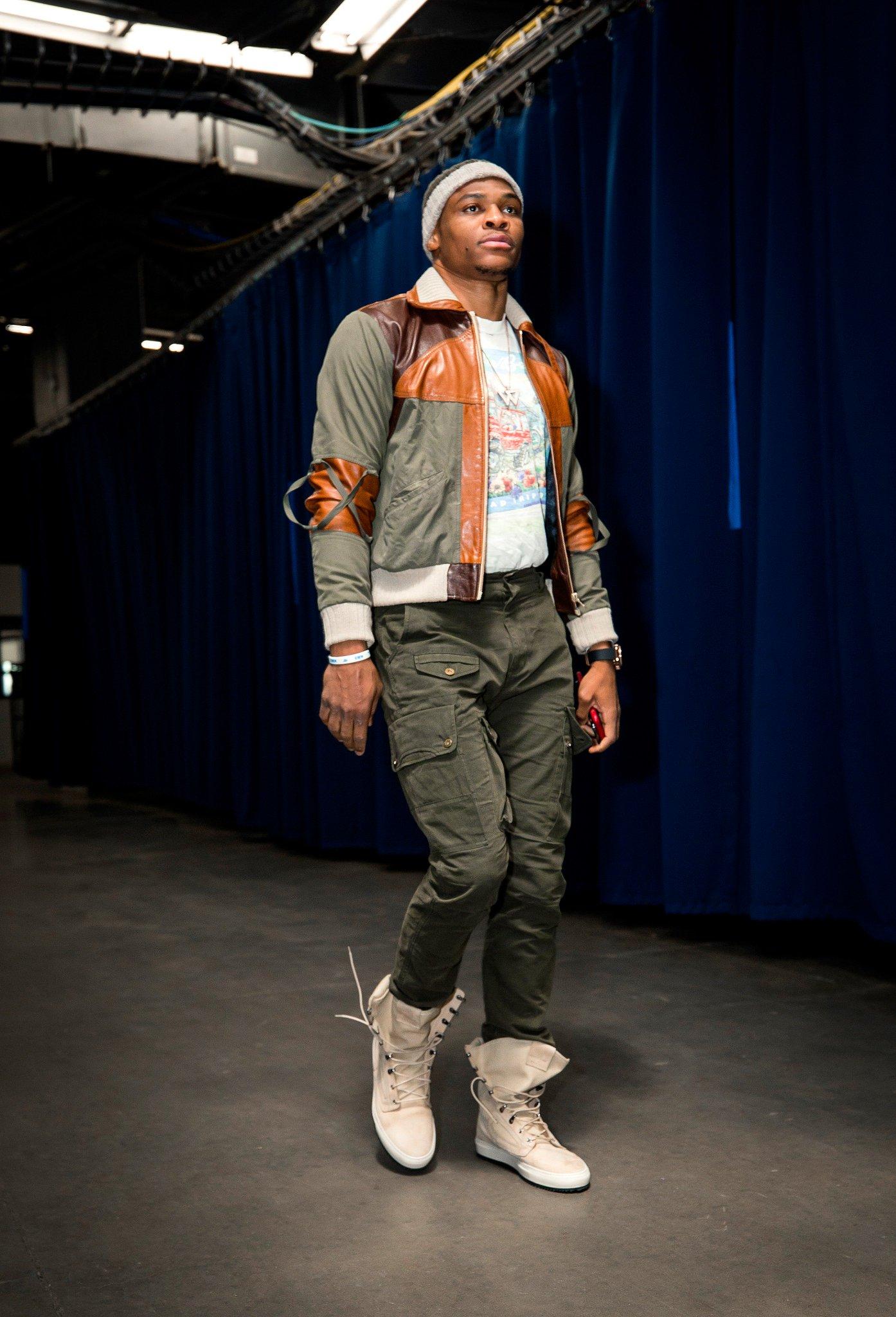 Russell Westbrook arrives for his 2018-19 season debut. #ThunderUp   Kings/Thunder: 7pm/et on NBA League Pass https://t.co/NdjjOKzJXh