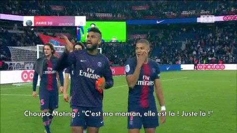 Eric Choupo-Moting trolls Kylian Mbappé by pointing at a random woman in the crowd & telling him to wave because it's his mother. 😂