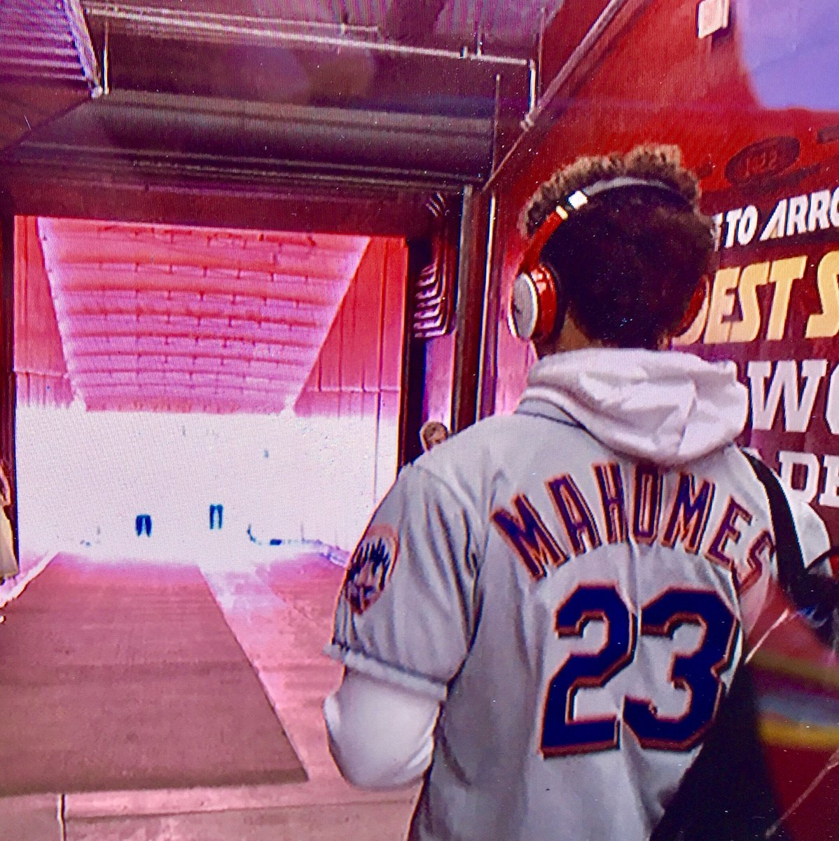 096673ad341 Patrick Mahomes showing up to Arrowhead in a Mets jersey — a salute to his  father, Pat, who played Major League Baseball from 1992 to 2003.