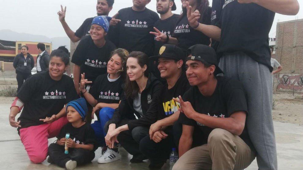 'Angelina Jolie está realizando una misión de tres días para evaluar las necesidades humanitarias de los refugiados venezolanos y los desafíos que afronta Perú como país receptor', señaló Acnur en un comunicado #21Oct  Foto: Cortesía https://t.co/gUG9VyOn36