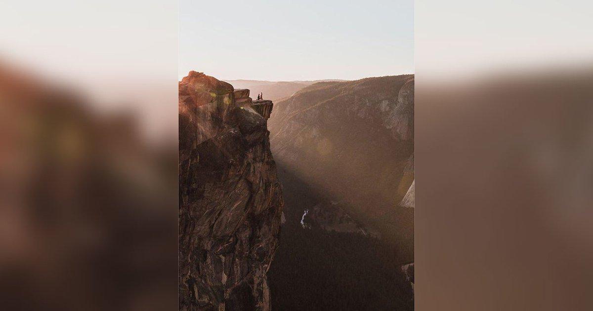 Фотограф тайно запечатлел влюблённых в горах и ищет пару, чтобы отдать ей снимок: https://t.co/WkBveCknad