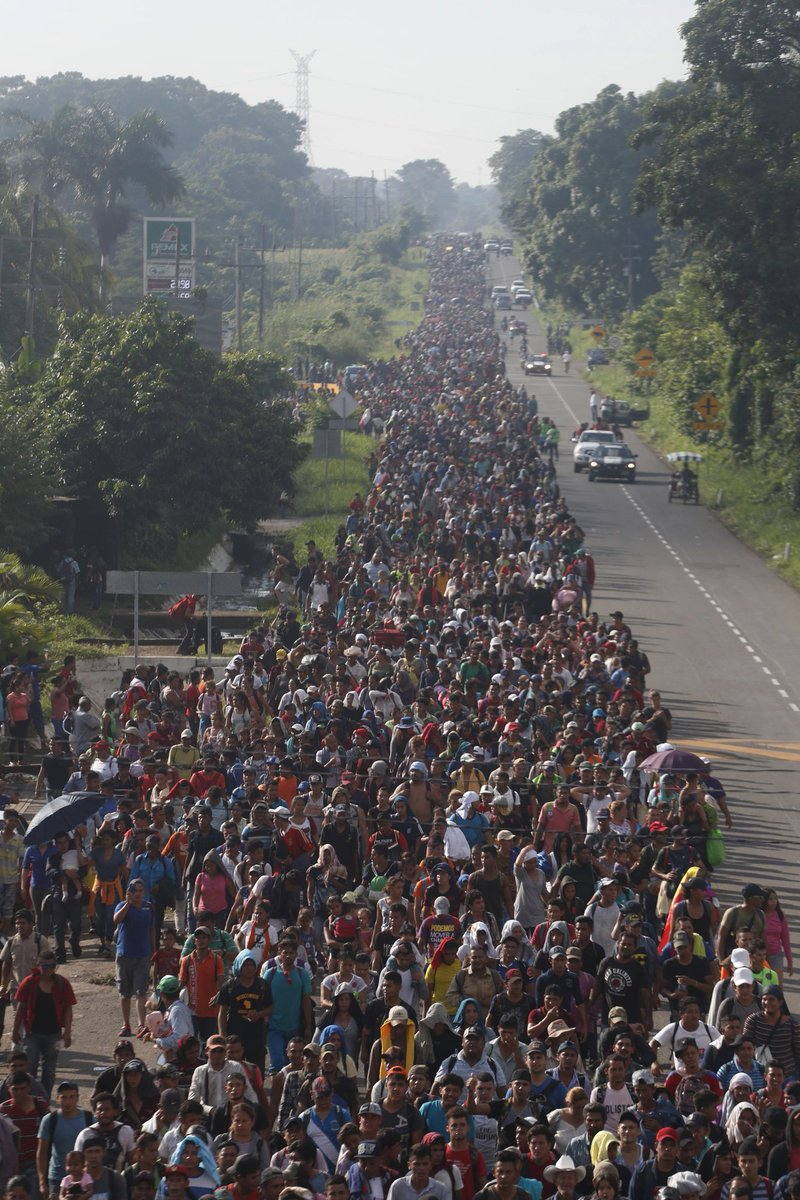 Thousands of Honduran migrants defy Trump to continue journey North DqEWDMhU4AARR7o