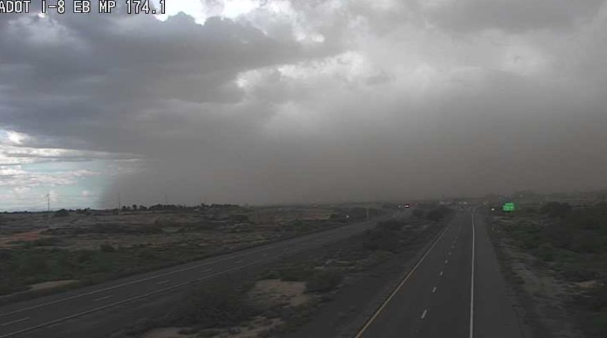 I-8 west of Eloy: Clouds and possibly dust are building on the horizon. #aztraffic #tucson