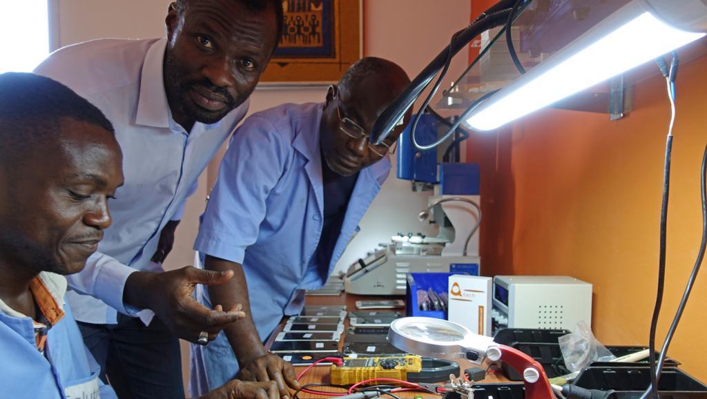 Afrique Économie - Sénégal: Solutroniq répare et innove dans le domaine des nouvelles technologies https://t.co/keW2IiLsXI