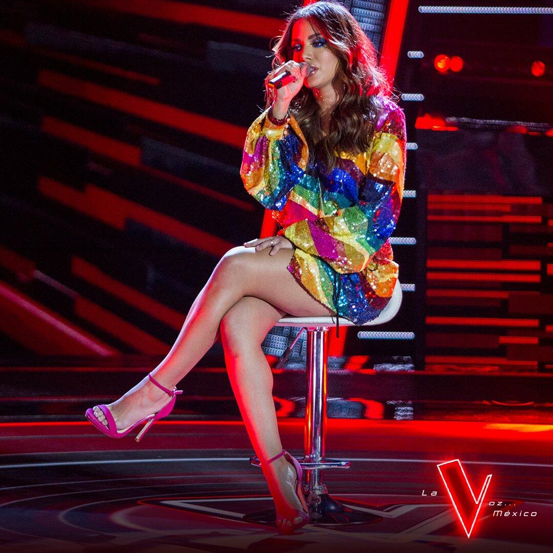 . @Anitta sube al escenario de #LaVozMexico para sorprendernos cantando 'Delirio'. ¡Usa el HT #TeamAnitta para apoyarla! https://t.co/opwhZ2si3L