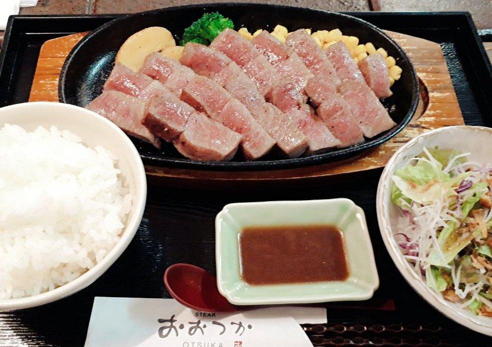 この肉を食べる為に海外から外国人が殺到するという「ステーキおおつか」 最高に美味い肉だった……今まで食べてきたお高いお肉とはなんだったのか……これヤバすぎる………