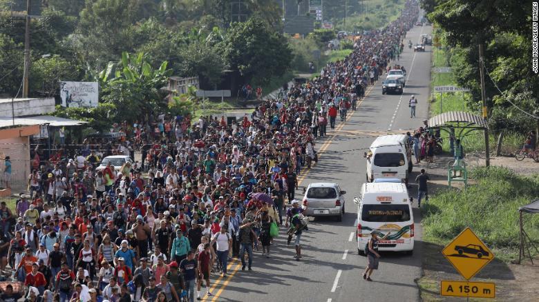 La caravana migrante retoma su camino hacia el norte desde la frontera México-Guatemala, ¿qué sigue? https://t.co/2BnvAxN1DW