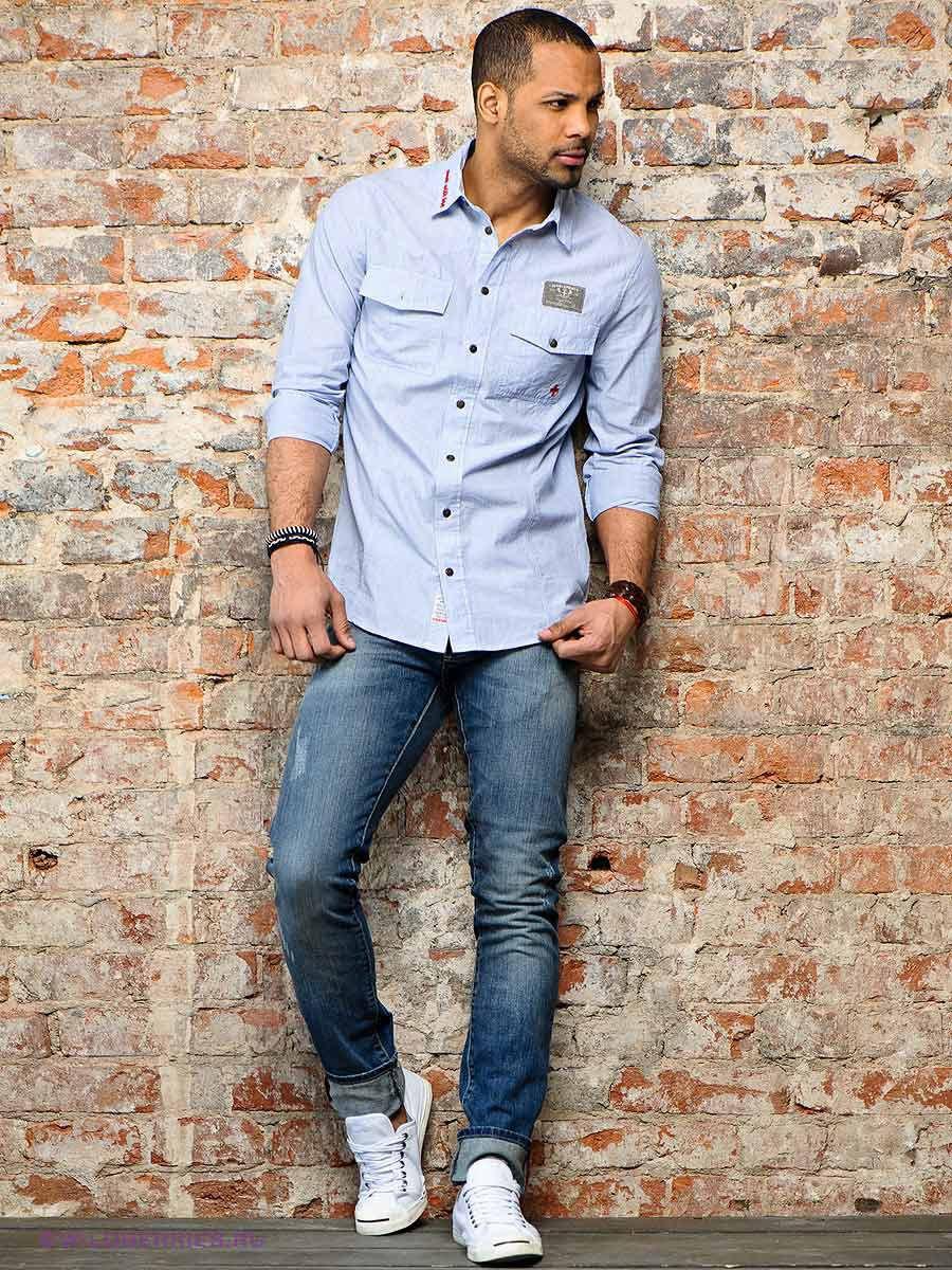 Фото мужчин с подвернутыми джинсами