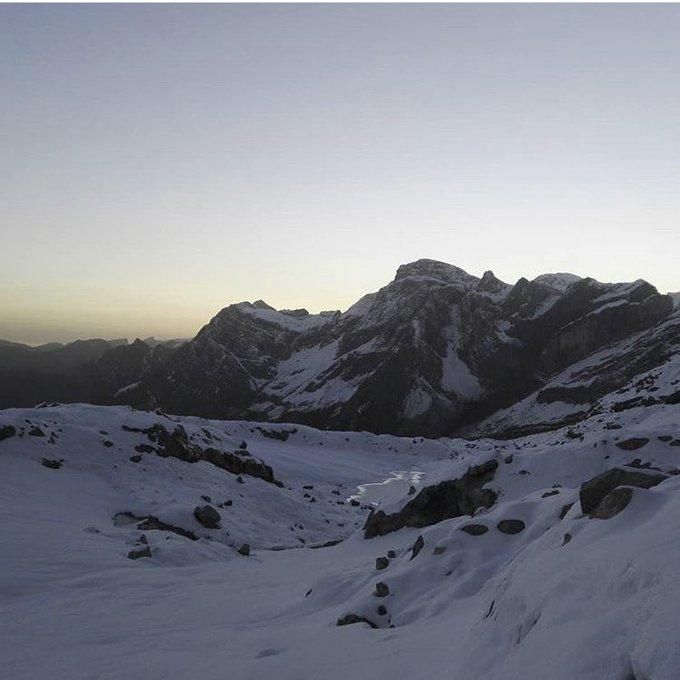 Secteur #brechederoland #gavarnie Casque du Marboré en ligne de mire (3006m) et le Refuge des Sarradets avec cette #neige d'automne 📷jerem_dbz merci #pyrenees #pirineos