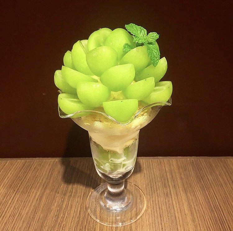 愛知県名古屋市にあるお店「吾妻茶寮」の、長野県産シャインマスカットと厳選バニラアイスだけを使ったシャインマスカットパフェ✨
