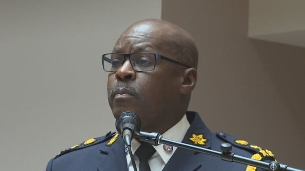 Bylaw officers, not police, will eventually shut down pot shops, police chief says: https://t.co/DuNFGzSMVL