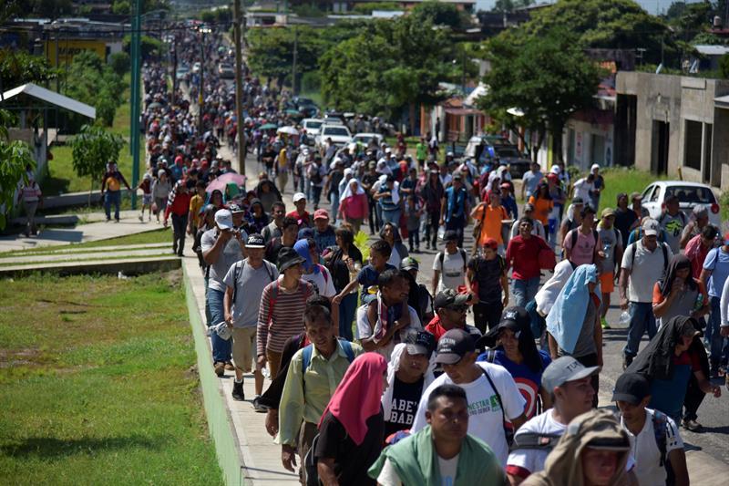 Presidente de #EEUU, Donald Trump, anunció que 'recortará' la ayuda Guatemala, Honduras y El Salvador https://t.co/YDZ16V9yDs  Trump aseguró que tomó esta medida tras la 'ineficacia' de los Gobiernos de no impedir el avance de la #CaravanaMigrante