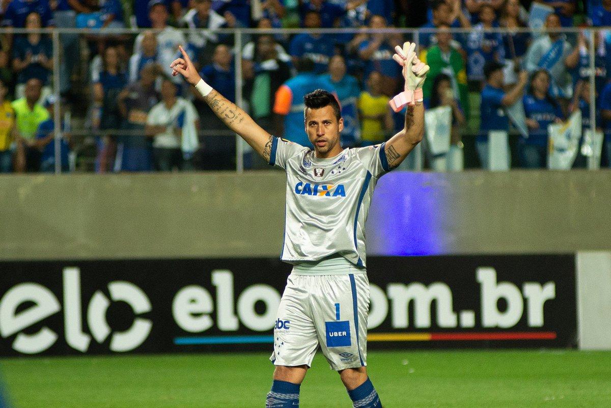 O bom dia especial de hoje vai para uma lenda viva, o ídolo @fabiogoleiro_01. Parabéns pela marca completada ontem, Paredão Azul.   #Fabio800