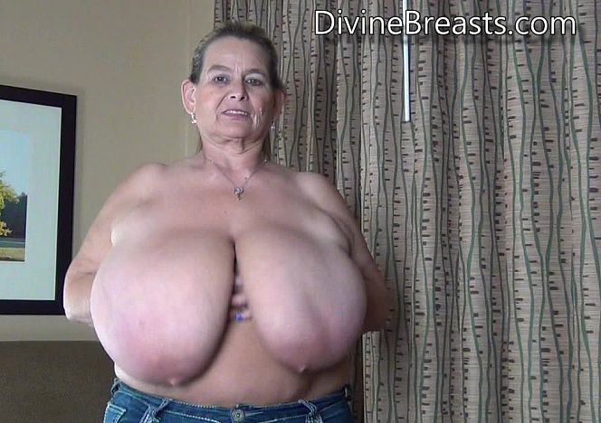 Sarah Jiggly Bouncing Breasts see more at https://t.co/rvOZfC4fuK https://t.co/LxKCNoq5kX