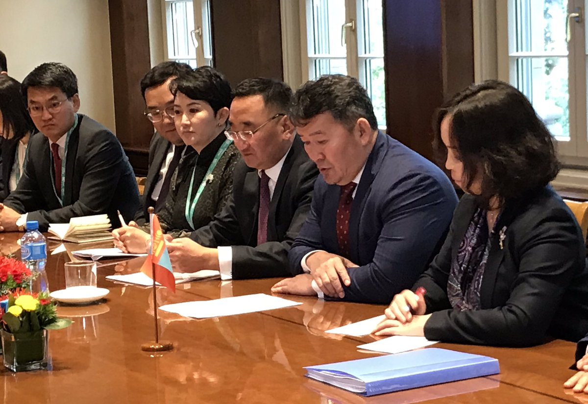 Thanks to President Battulga Khaltmaa, President of Mongolia 🇲🇳, for his visit to the WTO. He met @WTODGAZEVEDO this morning to talk about how #globaltrade can support this landlocked country's development goals.