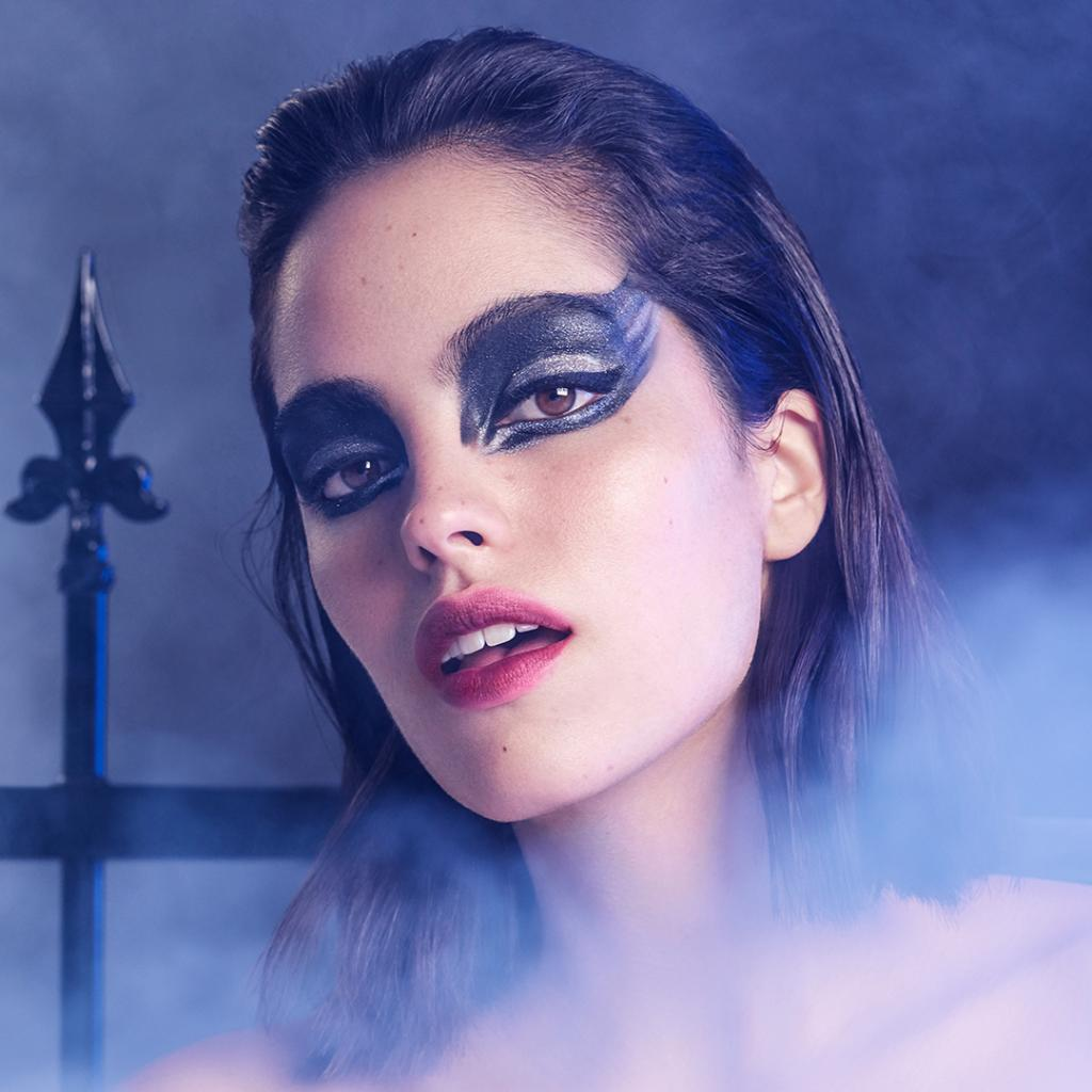 Get ready for a Lancôme spooky chic halloween.   STEP 1: Cut Crease Palette https://t.co/CiL6hdeSvg STEP 2: Mr Big Water https://t.co/mE2XHJStTY STEP 3:  L'Absolu Rouge: https://t.co/IGl7PAqa2D STEP 4: Fix it Forget it Spray: https://t.co/Emht7ZpXEL