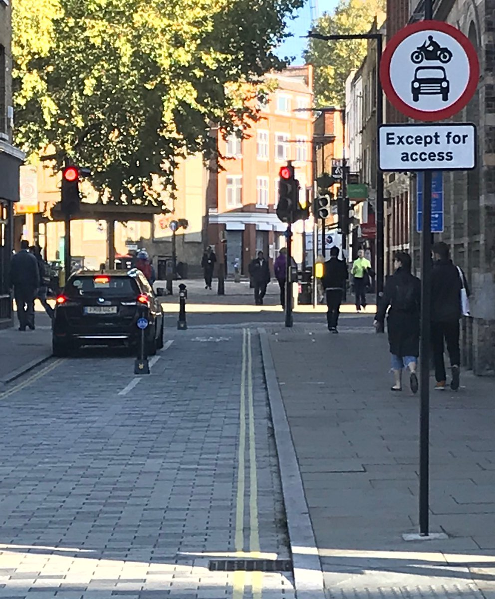 @Heidi_LDN @MayorofLondon - 😂😂 End of Union St junction off Stwk Bridge Rd.... trying to get through!! Shows me these PH drivers do not have any concept of the Highway Code at all https://t.co/zm9WJfLNCt
