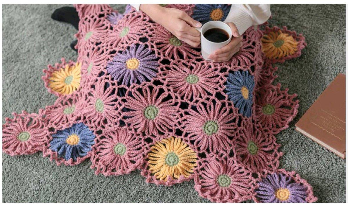 test ツイッターメディア - スチーム&手のし完了? セリアさんの「お花のブランケット」の編み図を見て作ったのだ 毛糸はダイソーさん なんか矢羽根みたいに見えるからか?和風な感じのような…  #編み物 #ダイソー #セリア https://t.co/pLRK9Mvqh9