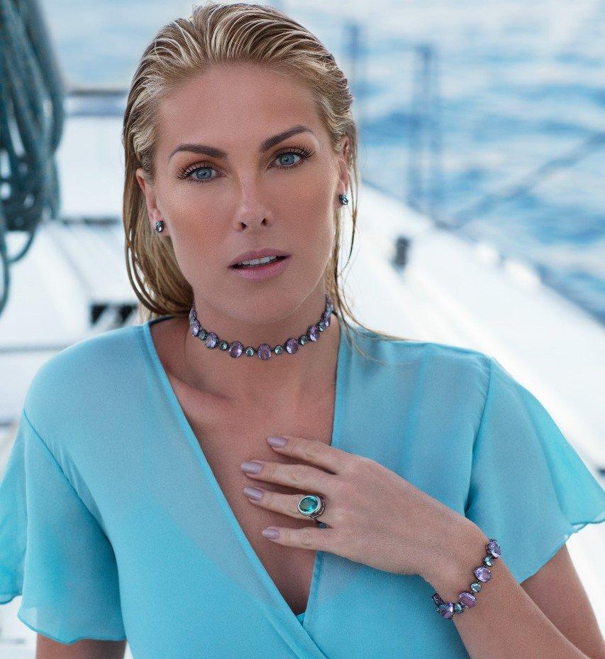 ebbda3551ab73 gente da uma olhada nessa choker e nessa pulseira poder da minha nova  colecao ana hickmann