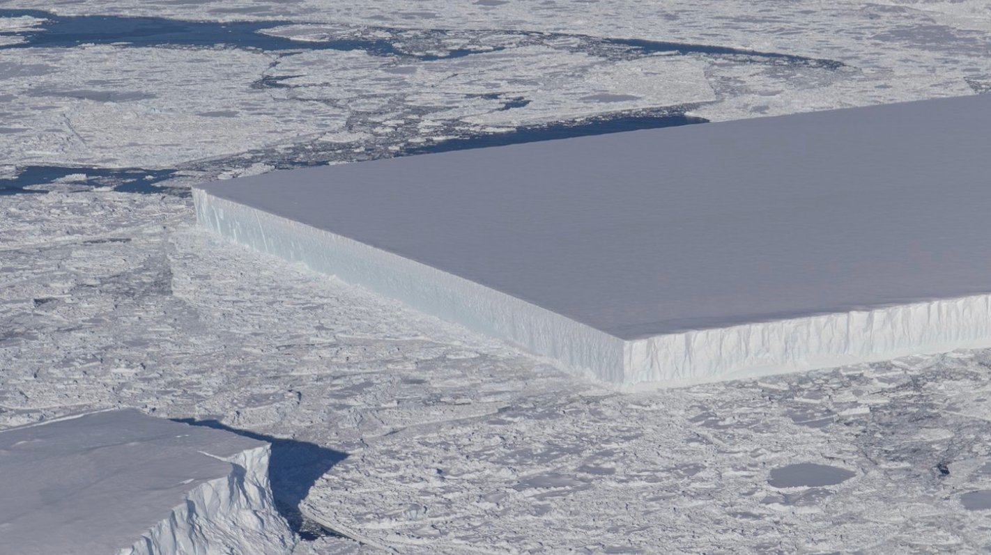 This weirdly geometric iceberg is freaking us out https://t.co/iI7XHV4HYh https://t.co/QRxAb3KuDY