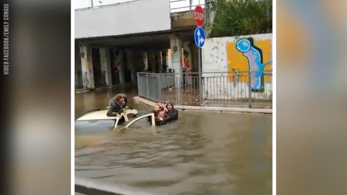 Maltempo, Chieti: auto nel sottopasso, uomo si tuffa e salva donna #Francavillaalmare https://t.co/gT7GtEPOVI