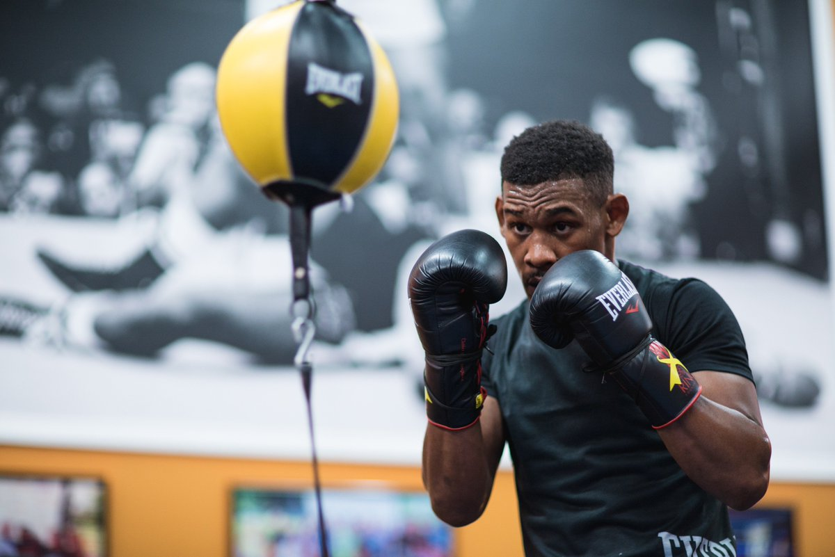 𝐍𝐞𝐯𝐞𝐫 𝐛𝐞𝐞𝐧 𝐝𝐨𝐧𝐞 𝐛𝐲 𝐬𝐨𝐦𝐞𝐨𝐧𝐞 𝐥𝐢𝐤𝐞 𝐦𝐞. @DanielJacobsTKO is built from something different. Watch this middleweight go to work on 10/27/18 on HBO. #BeFirst