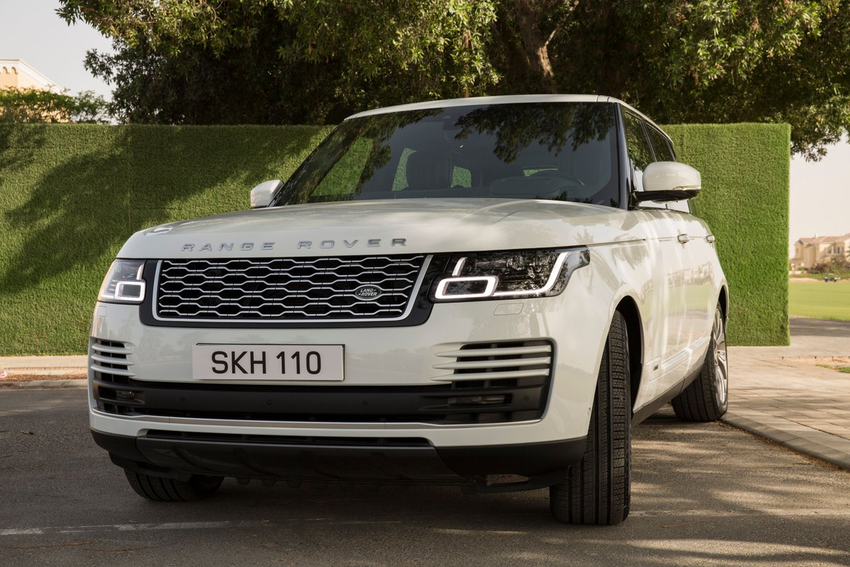 Double takes are only normal. #RangeRover #Luxury #Power #Performance #4x4 #MyLand https://t.co/g8GUxIZj0q