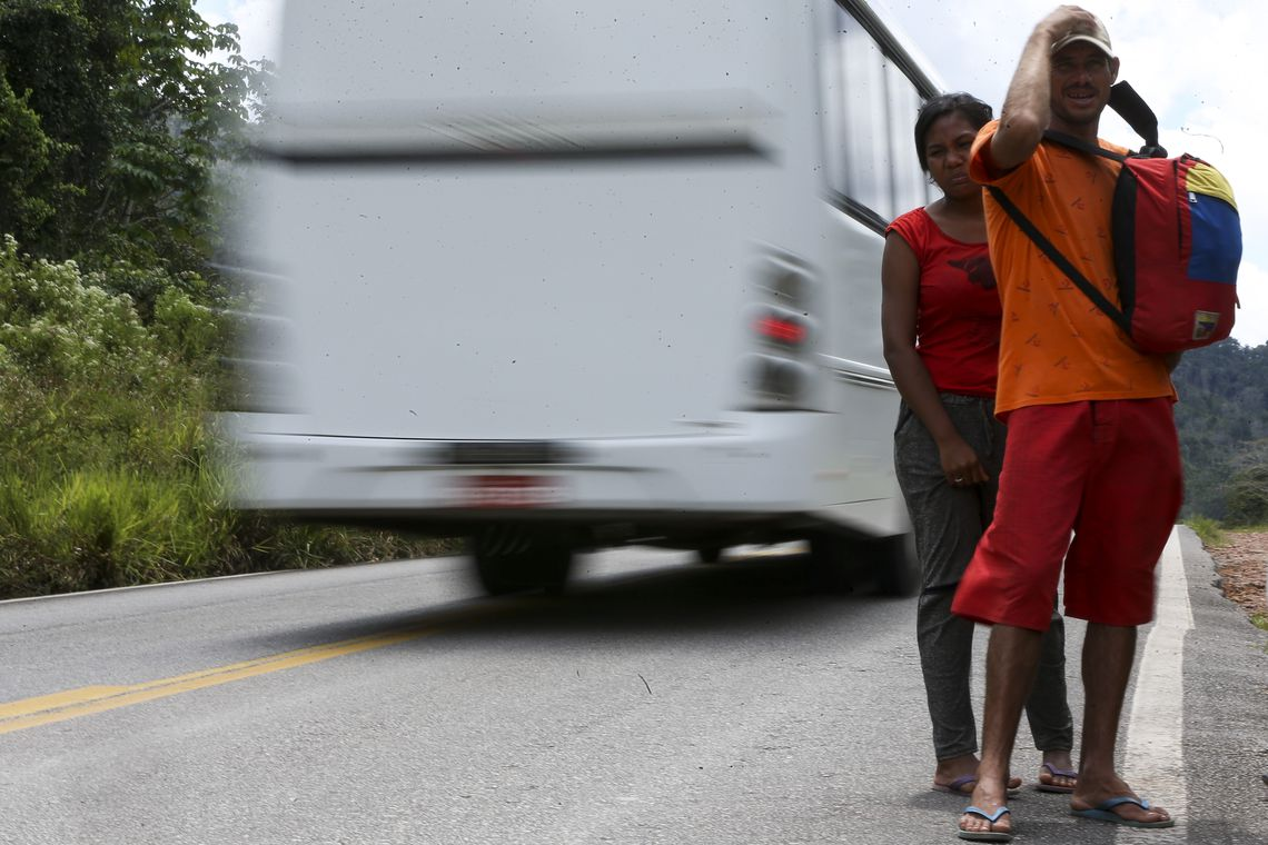 Mais de 80 mil venezuelanos entraram com pedido de permanência no Brasil desde 2015. Informações estão na matéria da @RadioagenciaEBC. https://t.co/y99zMqNhkV 📷 Marcelo Camargo/Agência Brasil