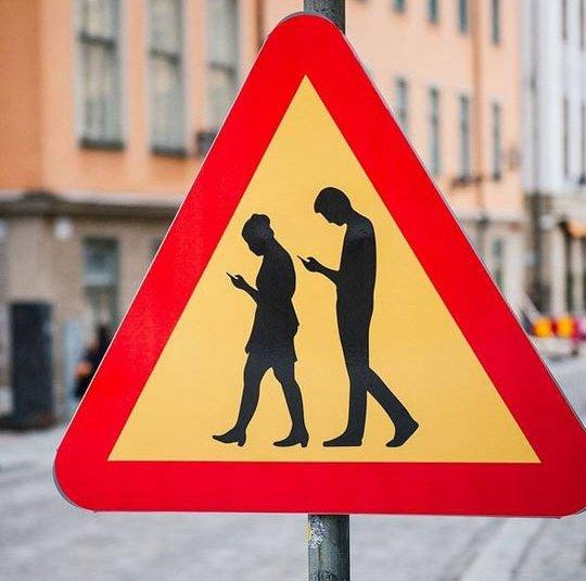 @eliistender10: Road signs in 2018! https://t.co/GiH5wkk9n6