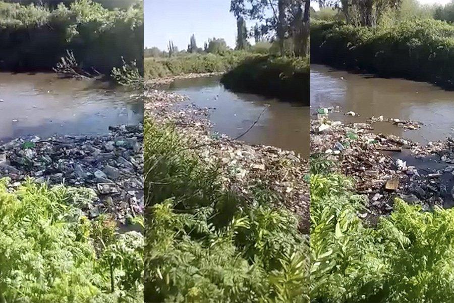 """Cientos de botellas provocan un """"río de basura"""" en la provincia de Biobío (vía @LaTerceraTV) https://t.co/DvrMbzny2o https://t.co/bORtmnWPKm"""