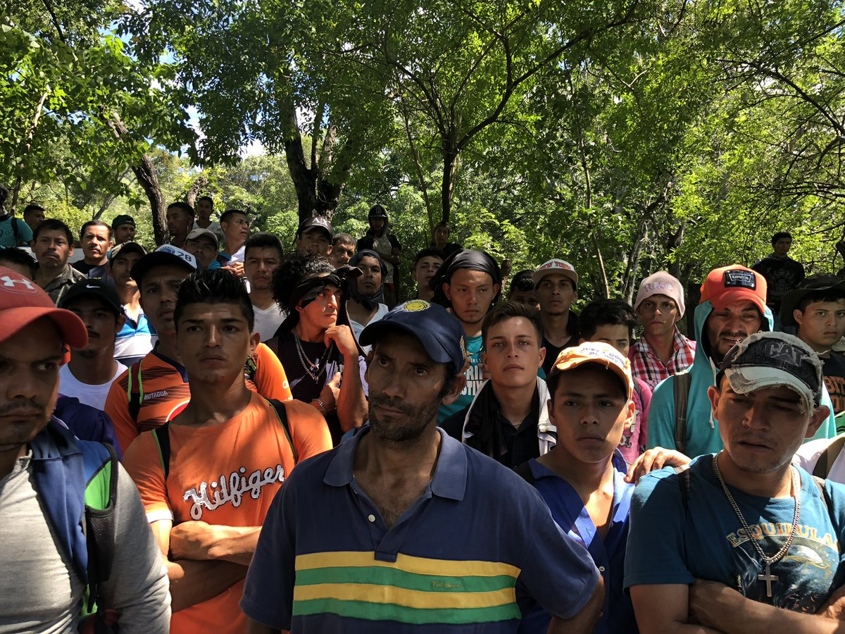 Thousands of Honduran migrants defy Trump to continue journey North DqIqSgiUcAEIVp9